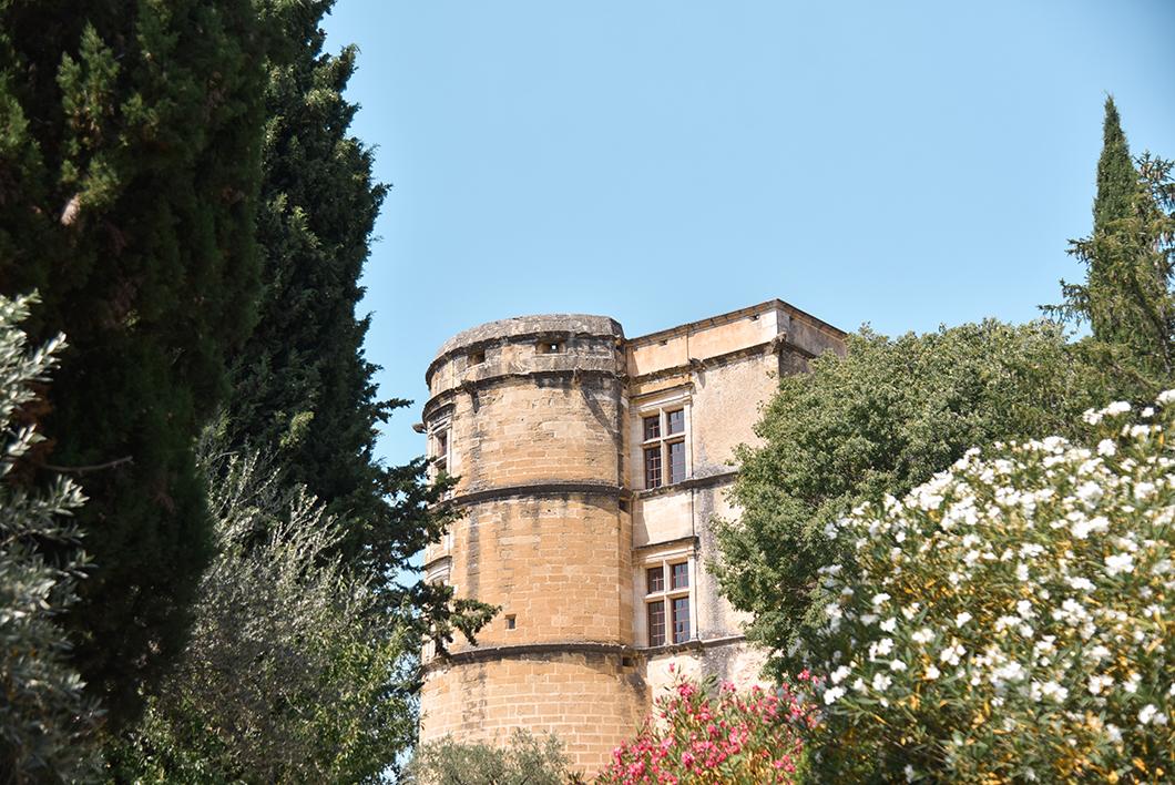 Découvrir le Château de Lourmarin, incontournable sur la route des Châteaux du Luberon