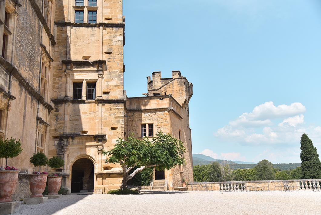 Visiter Lourmarin et son château