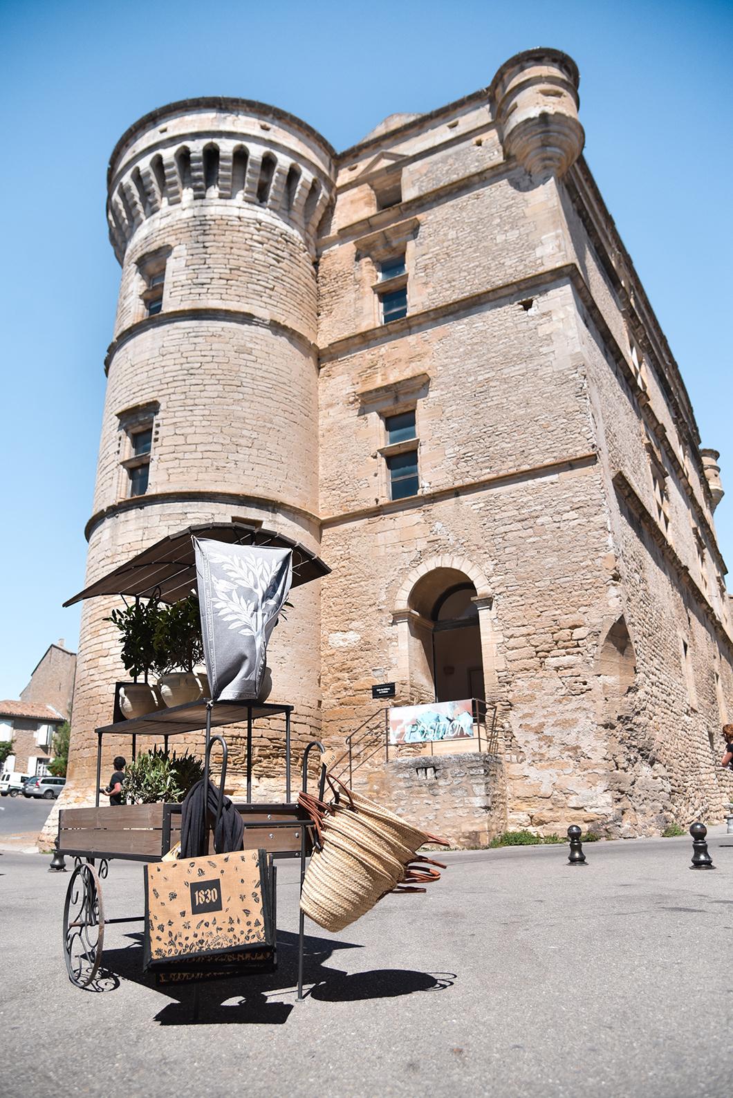 Découvrir le Château de Gordes, incontournable à visiter à Gordes