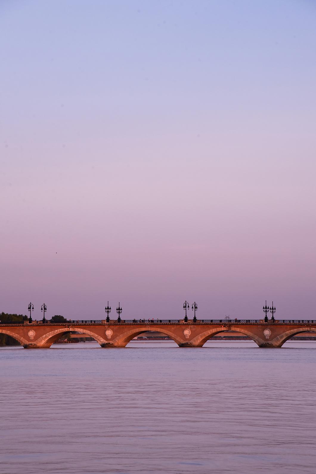 Que faire en extérieur à Bordeaux ? Découverte de la Place de la Bourse et de son miroir d'eau