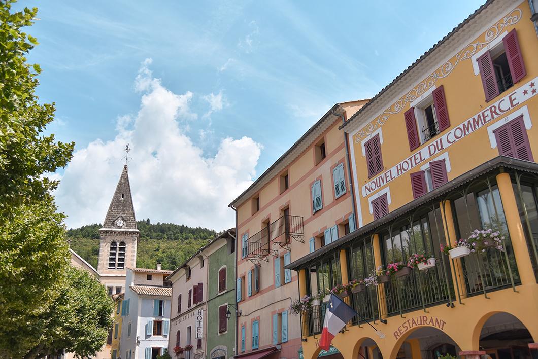 Que faire dans les Gorges du Verdon ? Contempler les ruelles de Castellane