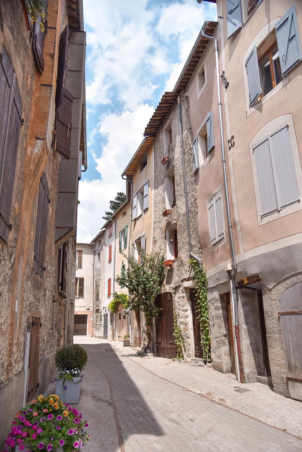 Découvrir le village de Castellane, incontournable dans les Gorges du Verdon