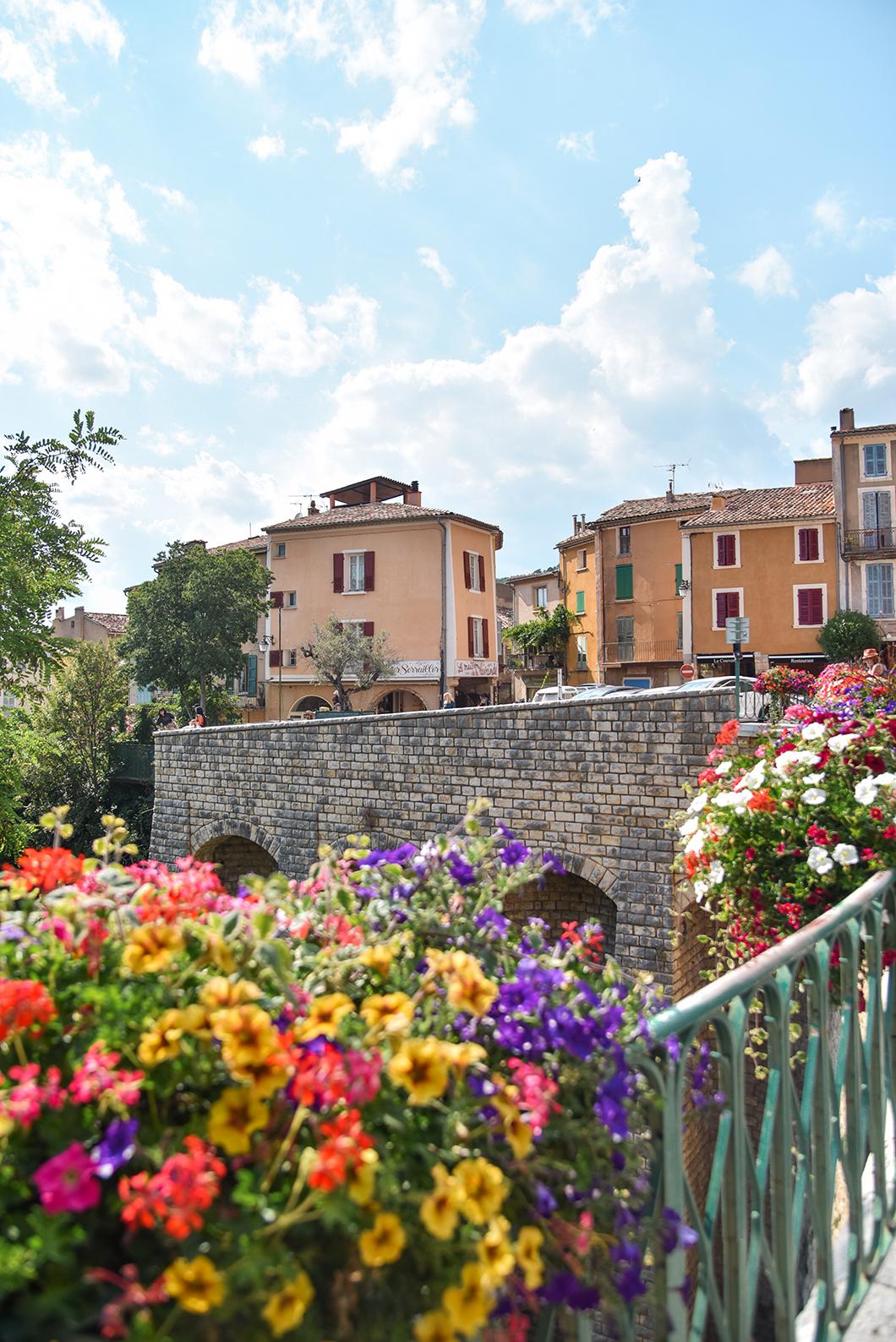 Moustiers-Sainte-Marie, village incontournable dans les Gorges du Verdon