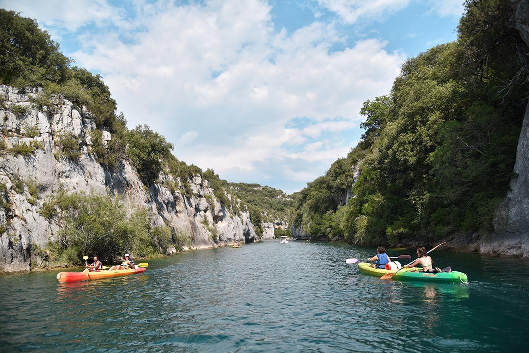 Balade en bateau dans les Gorges de Baudinard, activité incontournable dans les Gorges du Verdon