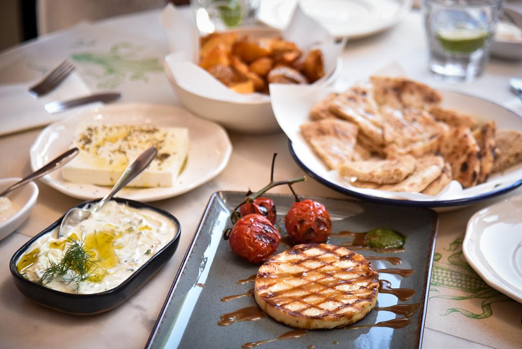 Où manger des spécialités grecques sur la Costa Navarino ? La Souvlaquerie