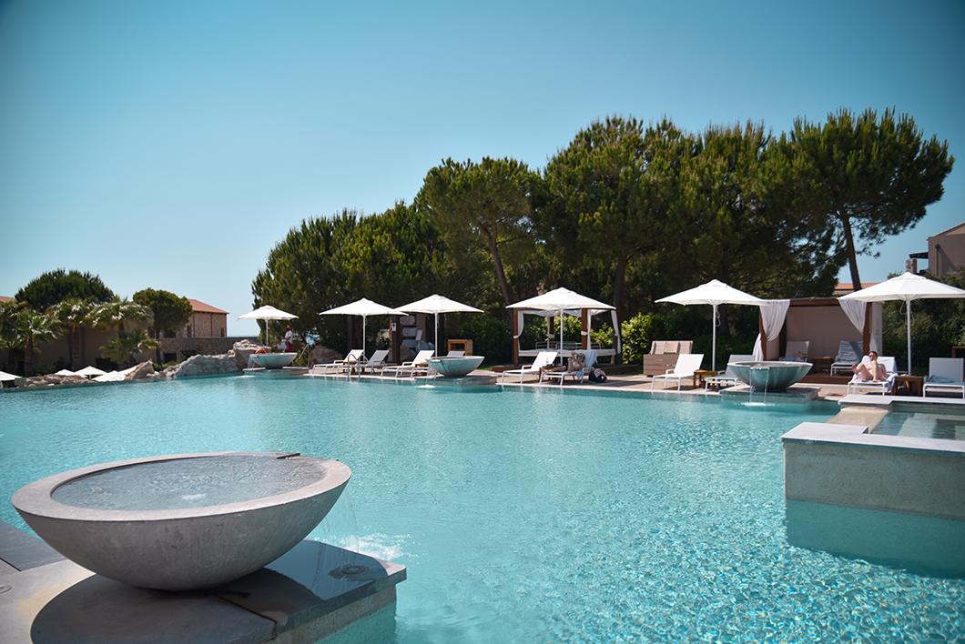 Les piscines du Westin Resort sur la Costa Navarino