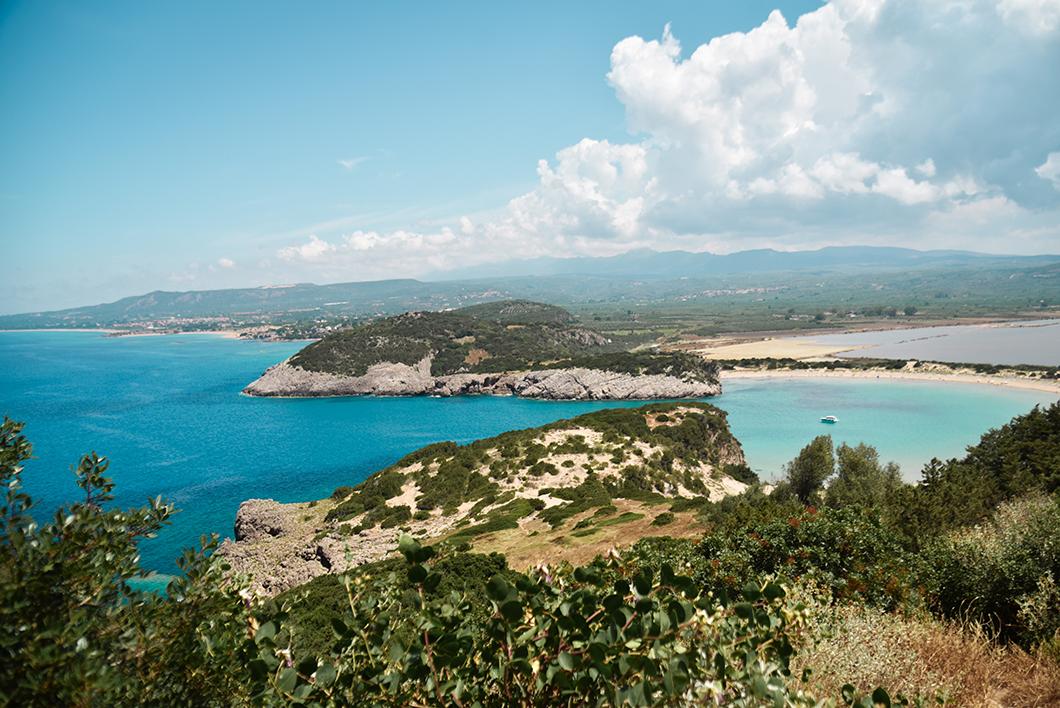 Point de vue sur la plage de Voidokilia