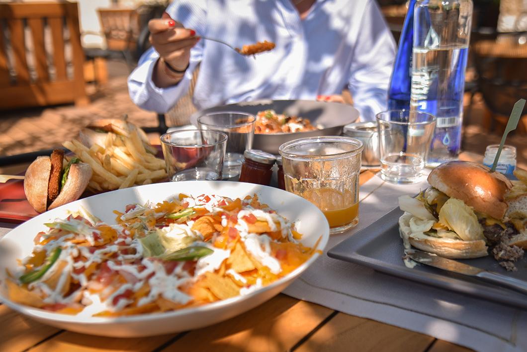 Où manger sur la Costa Navarino ? Restaurant 1827 Lounge