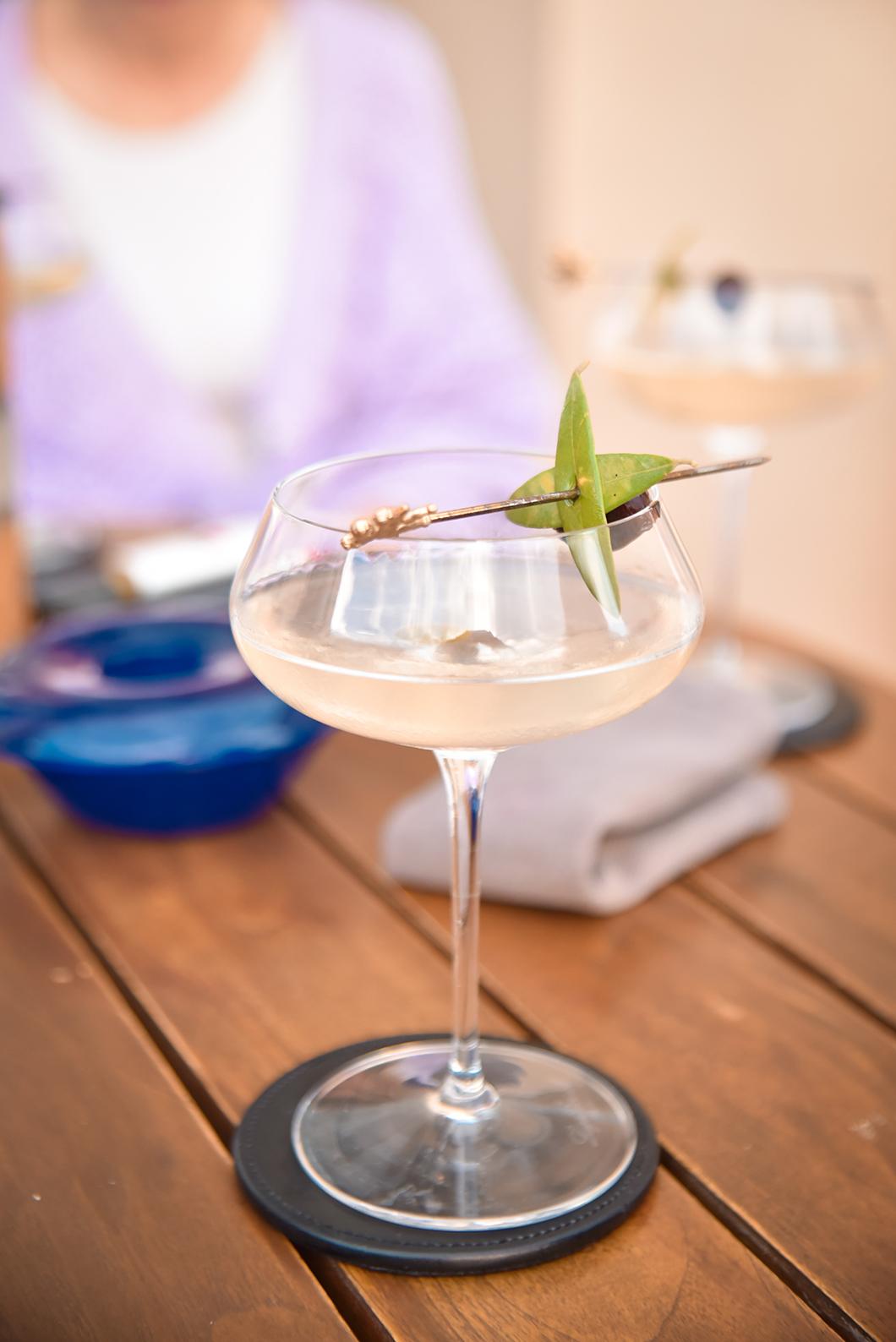 Où boire un cocktail avec vue sur la Costa Navarino ? Anax Lounge