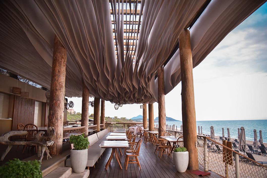 Barbouni, restaurant en bord de plage sur la Costa Navarino