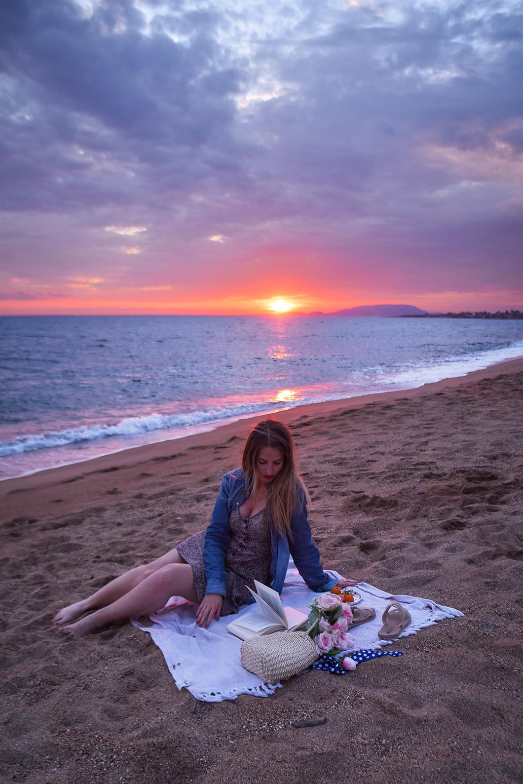 Où admirer le coucher de soleil sur la Costa Navarino ?