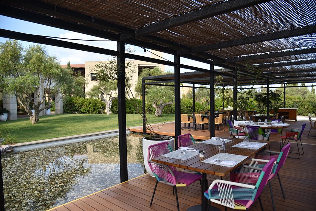 Petit déjeuner au Péro de l'hôtel Romanos sur la Costa Navarino