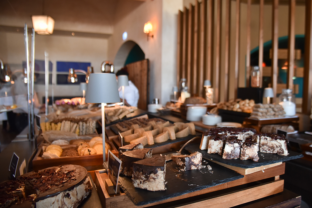 Buffet pour le petit dej au Péro de l'hôtel Romanos