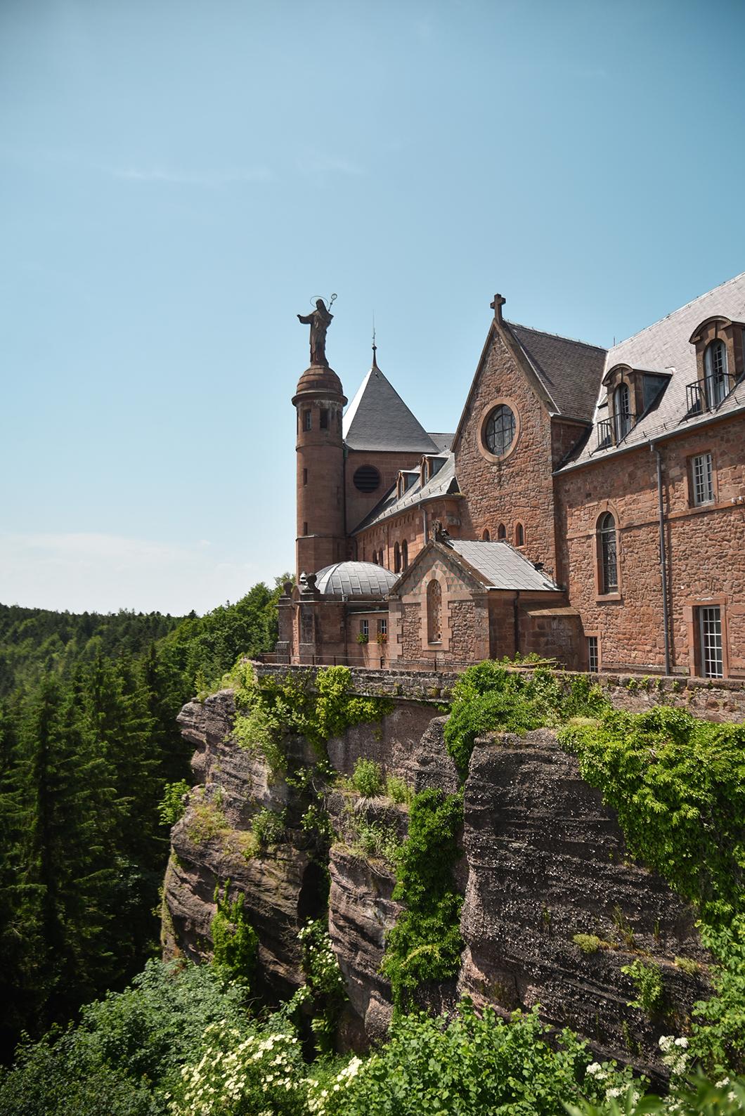 Point de vue sur l'Abbaye de Hohenbourg en Alsace